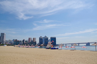 夏の広安里ビーチ
