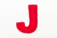 赤いフェルトのアルファベット J