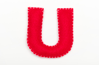 赤いフェルトのアルファベット U