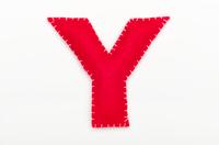 赤いフェルトのアルファベット Y