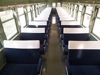 古い列車の車内
