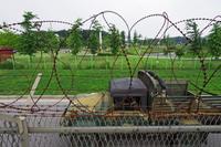 非武装地帯に張り巡らされた鉄条網