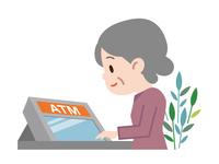 ATM シニア女性