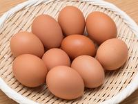 ザルに入れた卵