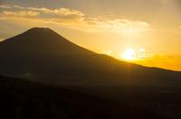 山梨県二十曲峠・富士山と夕日