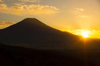 山梨県二十曲峠・富士山と夕日山梨県二十曲峠