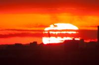 巨大な日の出の太陽