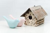 小鳥の置物と巣箱