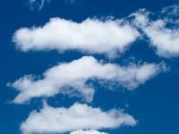 初夏の青空と雲