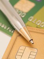 クレジットカードとボールペン