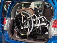 車椅子を積み込んだ乗用車