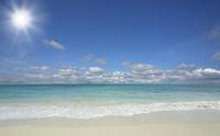 ビーチと波と雲