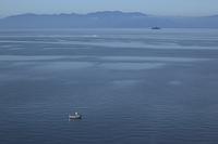 朝の琵琶湖 弧舟