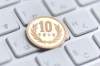 キーボードの上の十円玉