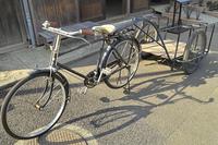 リヤカーのついた自転車