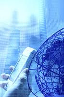携帯電話と地球儀の合成