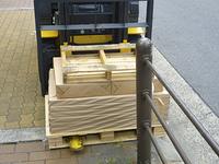印刷物を運ぶリフト