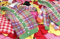 バーゲンセールの子供服