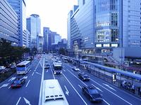 JR大阪駅前の風景