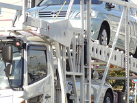 乗用車の陸送積載車