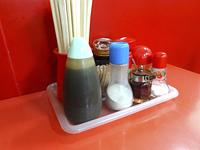 中華料理店のテーブルの調味油
