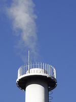 煙突から出る水蒸気