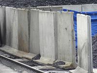 コンクリートの柵