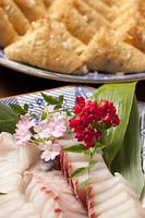 お刺身と稲荷寿司