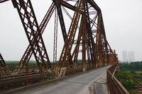 ホン川に掛かるロンビエン橋