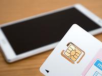 SIMカードとタブレット