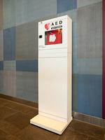 公共スペースに設置されたAED