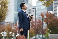 街を歩くビジネスマン