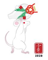 酒瓶を運ぶ白ネズミ - 子年 年賀状素材
