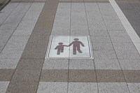 歩行者優先路線の標識