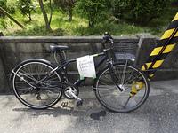 貼り紙を貼った自転車