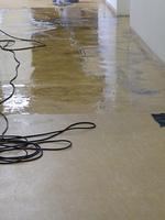 Pタイルの床掃除