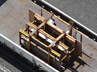 ガラス板を運ぶトラック