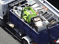 産廃を運ぶトラック