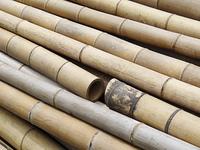 積み上げた竹の棒