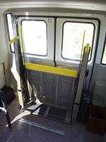 車椅子も乗車できるマイクロバス