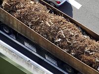 産業廃棄物を運ぶトラック