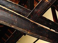 旧家の古材の梁