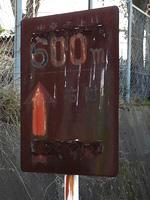 錆びた交通標識