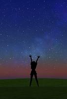 星空と女性のシルエット