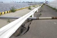 地震の被害を受けた塩釜港