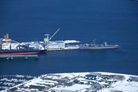 函館港と護衛艦
