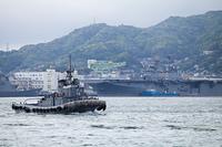 海上自衛隊の特務艇と米空母