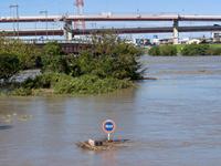台風で大増水した荒川 東京都足立区