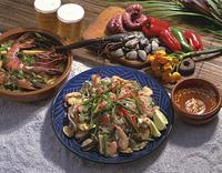 タイ風焼きそばとトム・ヤム・クン タイ料理
