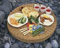 河原の食卓